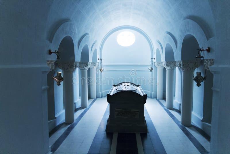 Sepultura dentro do mausoléu foto de stock royalty free
