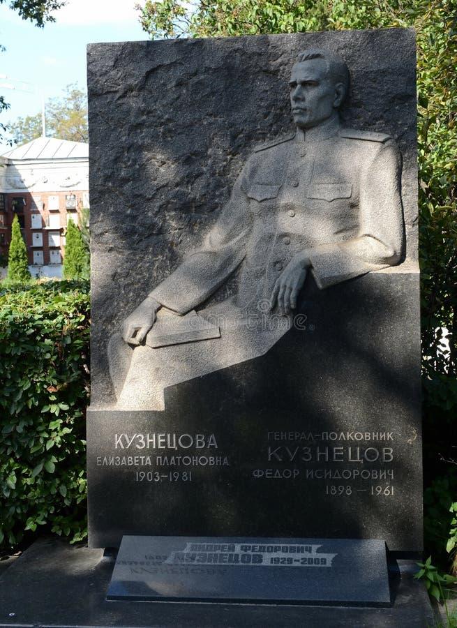 A sepultura do comandante militar soviético Colonel-General Fedor Kuznetsov no cemitério de Novodevichy em Moscou foto de stock royalty free