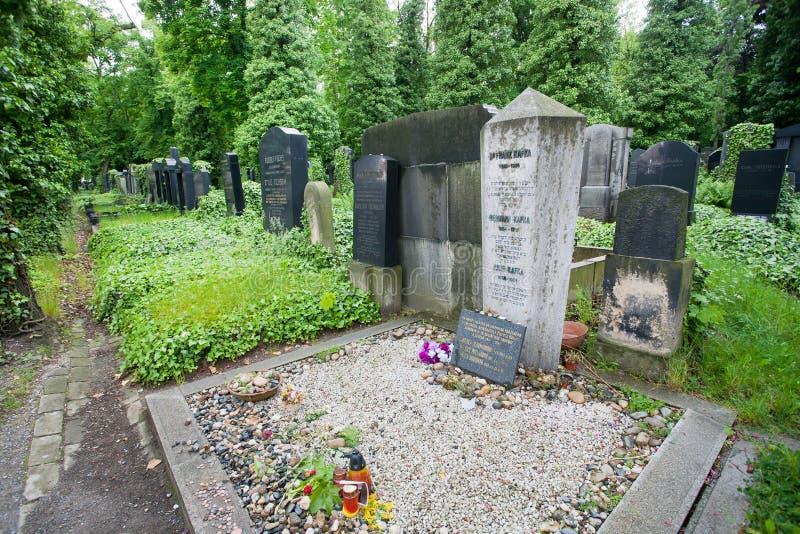 Sepultura do escritor Franz Kafka no cemitério fotos de stock royalty free