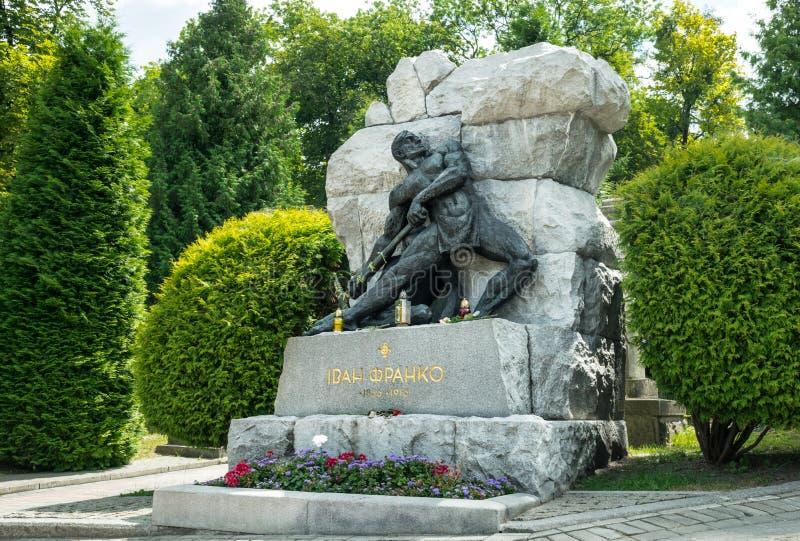 Sepultura do poeta ucraniano famoso Ivan Franko no cemitério de Lychakiv em Lviv fotografia de stock