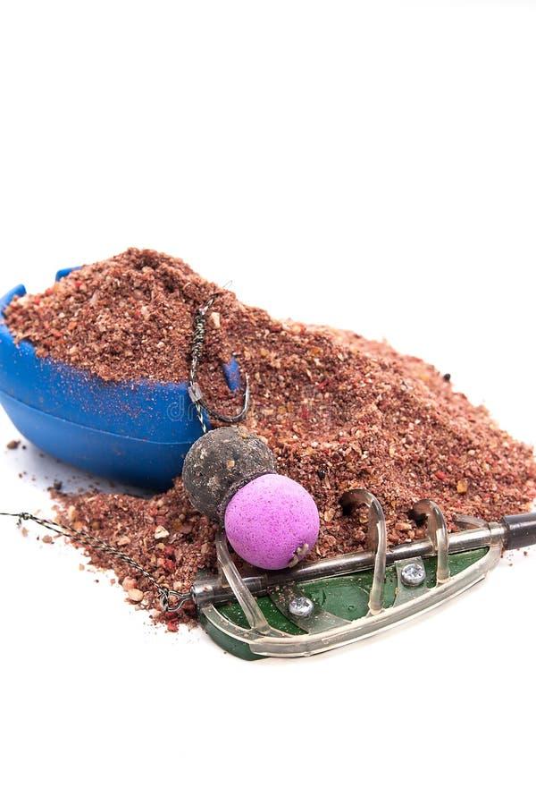 Seque la alimentación para la pesca de la carpa Cebo pronto para usar de la carpa con la pesca imagenes de archivo