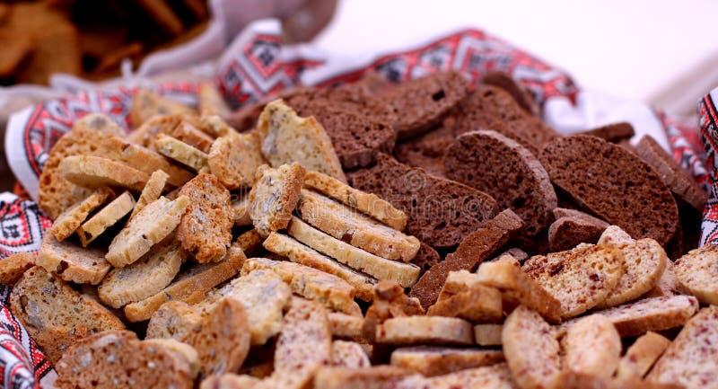 Seque las galletas cocidas de los panes fotografía de archivo libre de regalías