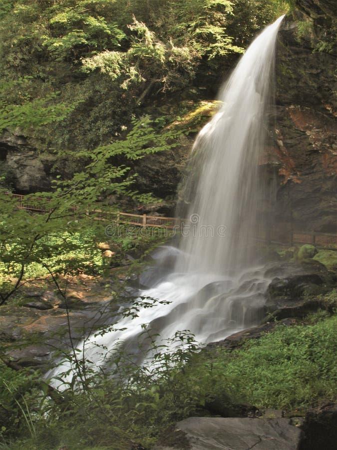 Seque quedas perto das montanhas, North Carolina fotos de stock