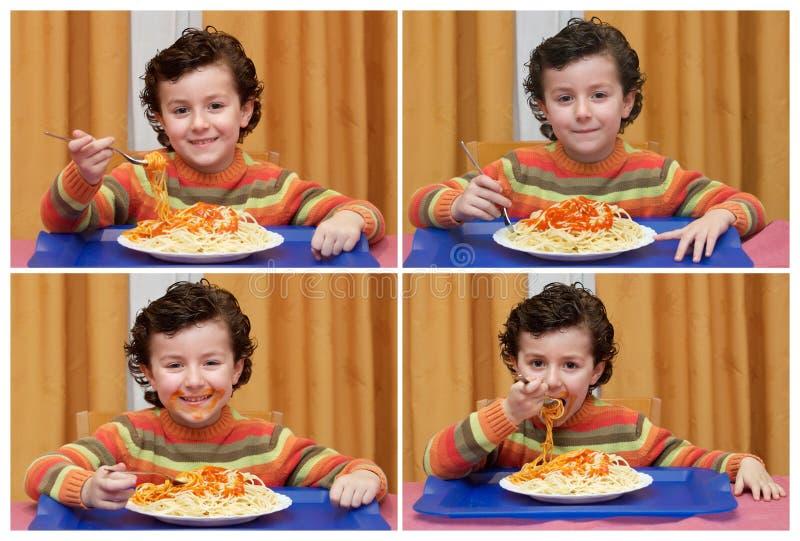 Sequece engraçado com uma criança que come os espaguetes imagens de stock royalty free