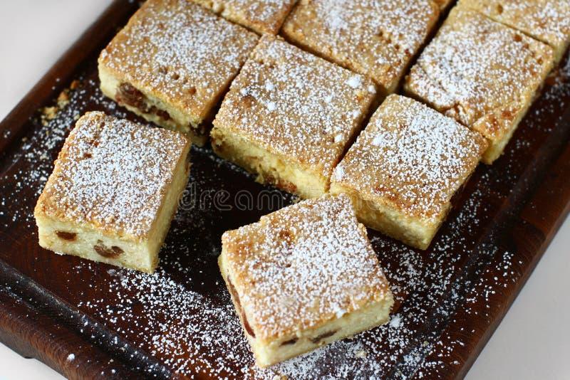 Serów kwadraty z rodzynką, cheesecake zdjęcia royalty free
