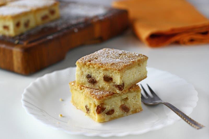 Serów kwadraty z rodzynką, cheesecake fotografia royalty free