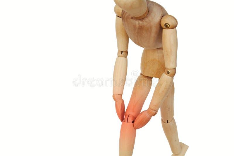 Ser humano de madeira com dor do joelho fotos de stock royalty free