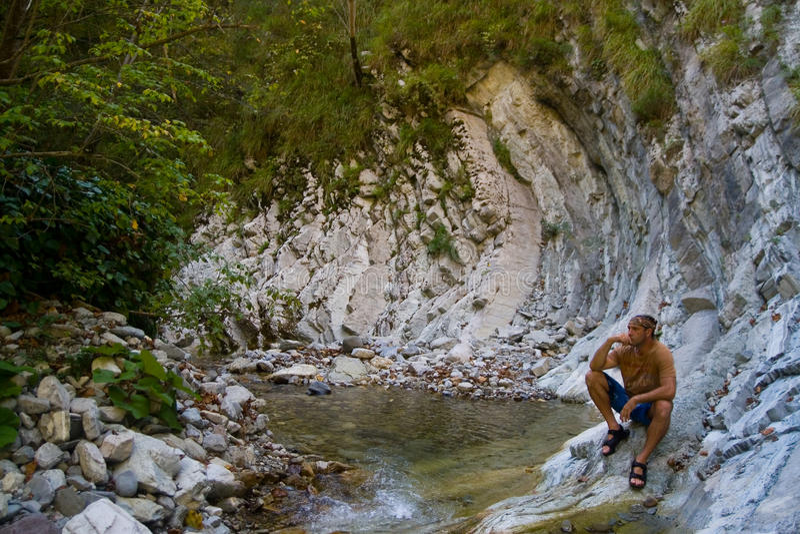 Ser humano e natureza As montanhas imagens de stock royalty free