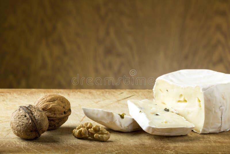 Ser i orzechy włoscy zdjęcie royalty free