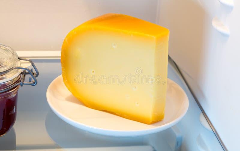 Ser w fridge z drzwiowym otwiera zdjęcie stock
