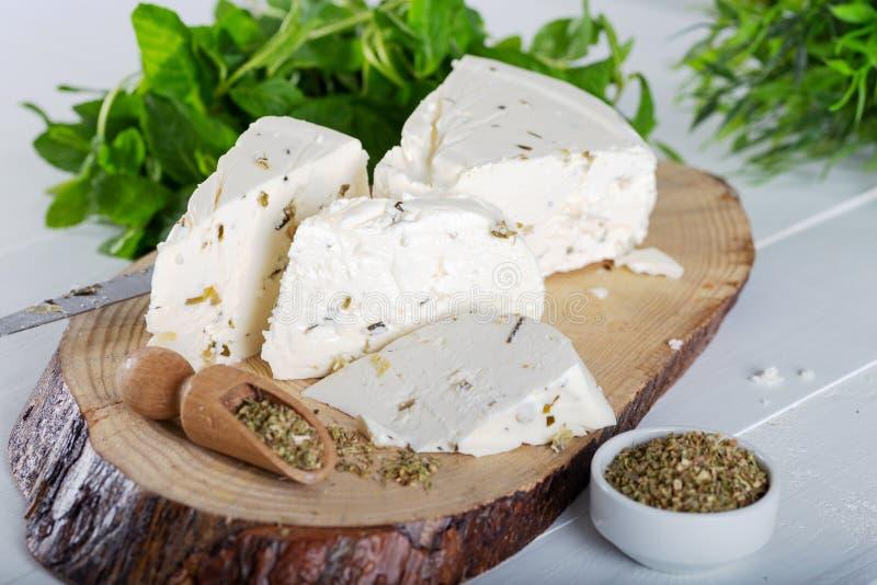 Ser z ziele i pikantność, zielarski ser z pikantność obrazy stock
