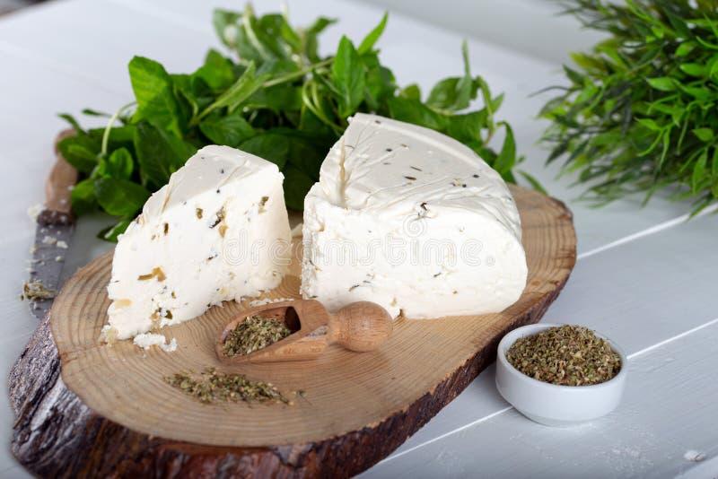 Ser z ziele i pikantność, zielarski ser z pikantność zdjęcie royalty free