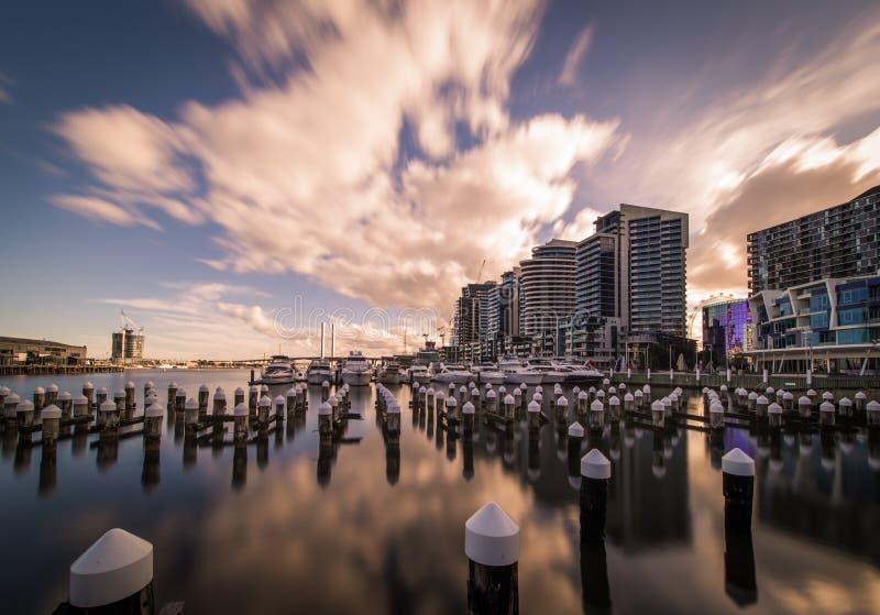 Sera ai Docklands fotografia stock