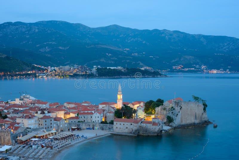Sera di mistero in Città Vecchia di Budua Il Montenegro, Balcani, Europa immagine stock