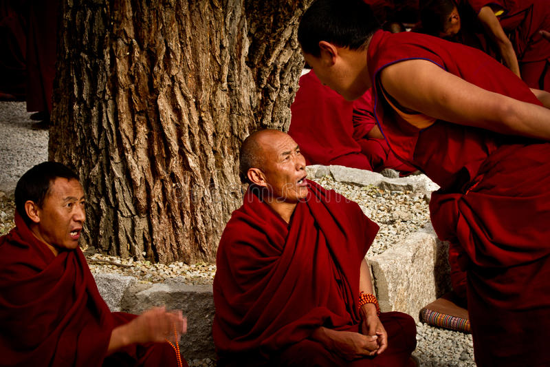 Sera Monastery Debating Monks i Lhasa Tibet arkivbild