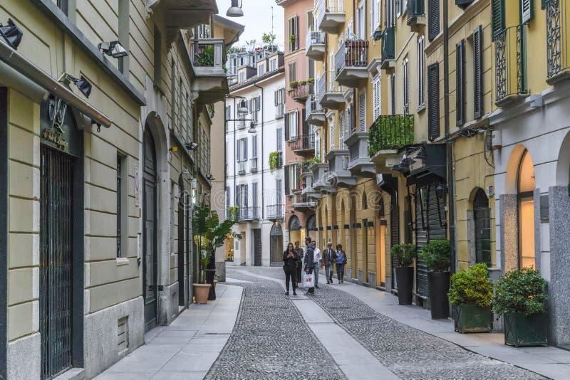 Sera nel distretto di Brera, Milano immagini stock