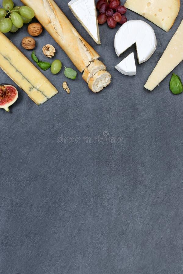 Sera półmiska deskowego talerza Camembert copyspace Szwajcarski chlebowy portr obrazy royalty free