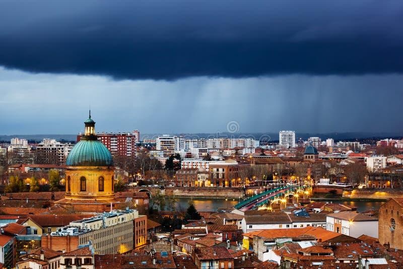 Sera piovosa a Tolosa fotografia stock libera da diritti