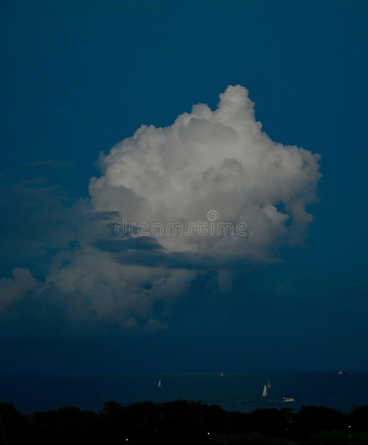 Sera Thunderhead sopra il lago Michigan fotografia stock