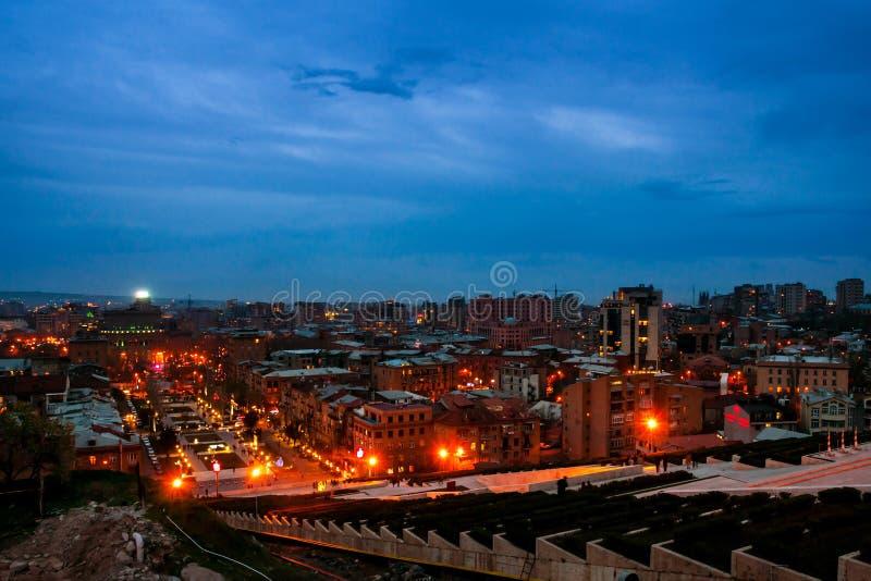 Sera a Yerevan, Armenia dalla cascata fotografia stock