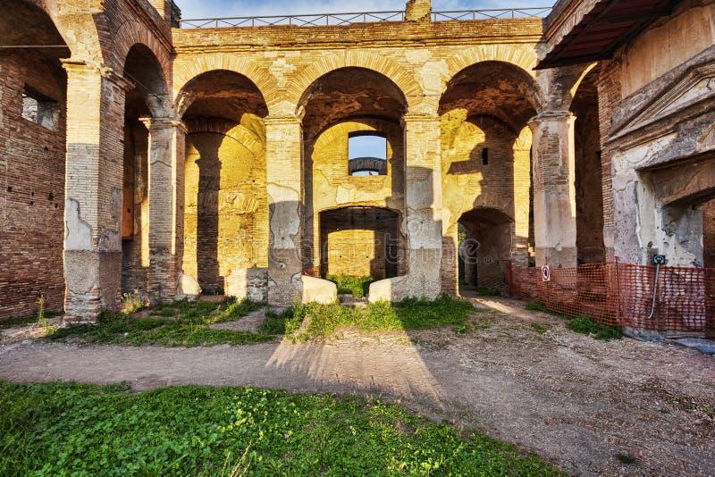 Serapide tenement w Romańskich archeologicznych ruinach w Ostia A obraz royalty free