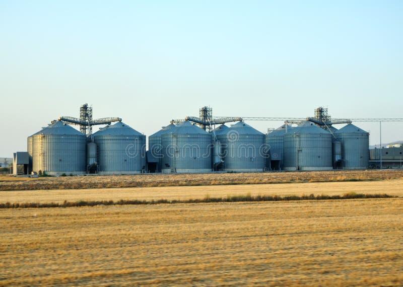 Serbatoi della raffineria di petrolio fotografia stock