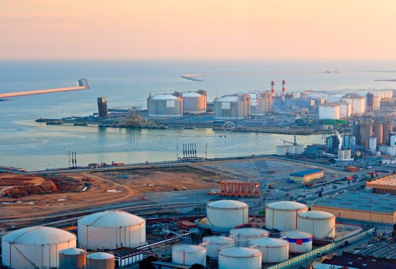 Serbatoi di LNG al porto di Barcellona fotografia stock