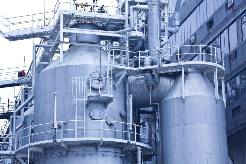 Serbatoi nell'impianto di lavorazione del gas a Hong Kong fotografia stock