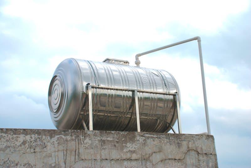 Serbatoio di acqua immagine stock immagine di metallo for Serbatoio di acqua di rame