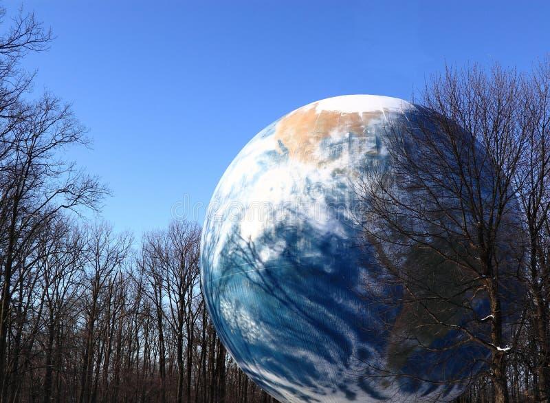 Serbatoio di acqua del globo della terra per conservazione immagini stock libere da diritti