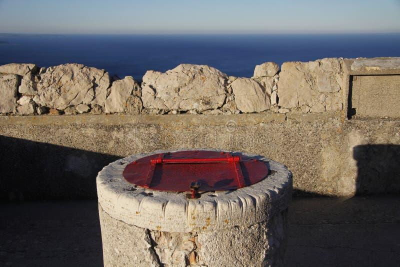 Serbatoio di acqua di pietra immagini stock