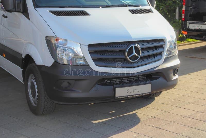 Serbia; Belgrado; 29 de marzo de 2017; Mercedes-Benz Sprinter blanca f imagenes de archivo