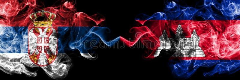 Serbia vs Kambodża, Kambodżańskie dymiące tajemnicze flagi umieszczająca strona strona - obok - Gęsta barwiona silky dym kombinac royalty ilustracja