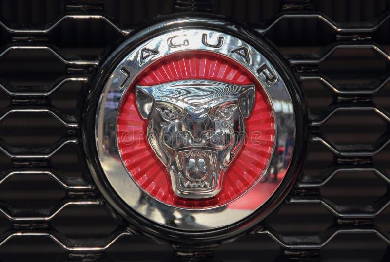 Serbien; Belgrade; April 2, 2017; Slut upp av den Jaguar logoen; 53na arkivbild