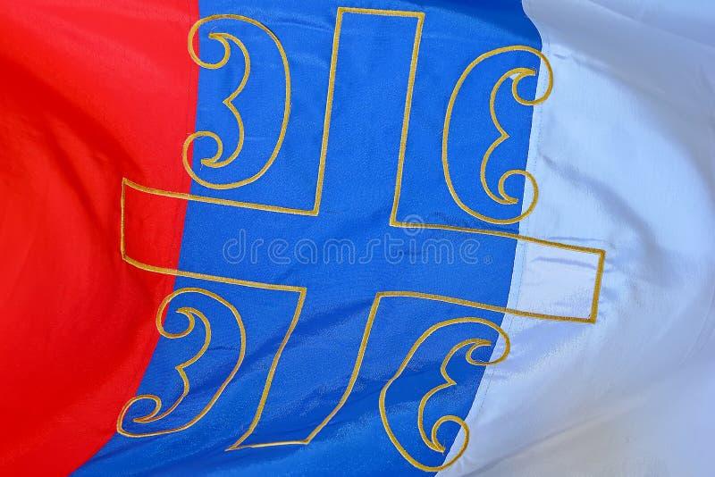 Serbien-Flagge zerzauste nahes oben stockfoto