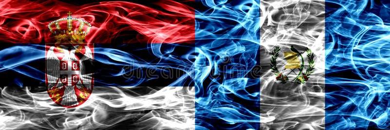 Serbien vs Guatemala, guatemalansk rök sjunker den förlade sidan - förbi - sidan arkivbild