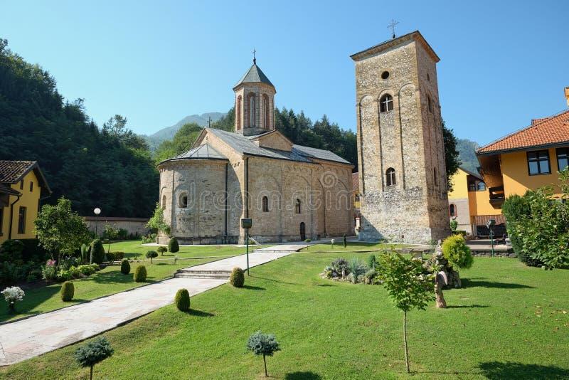 Serbisk ortodox för Raca kloster nära Bajina Basta, Serbien royaltyfri bild