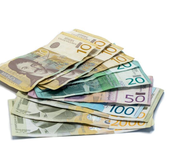 Serbisk pengarbunt av sedlar av olikt värde i serbiska dinar som isoleras på en vit bakgrund arkivbild