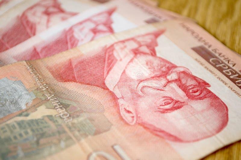 Serbiska dinarpengar, sedlar av 1.000 dinar arkivbilder
