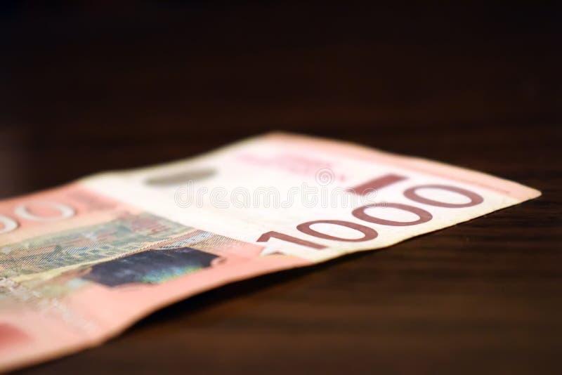 Serbiska pengar i papper, sedel 1000 dinar värde arkivfoton