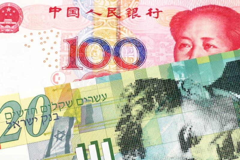 Serbiska pengar med en kinesisk renminbi yuananmärkning royaltyfria foton