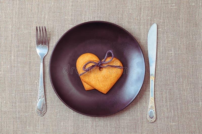 Serc kształtni piernikowi ciastka fotografia royalty free