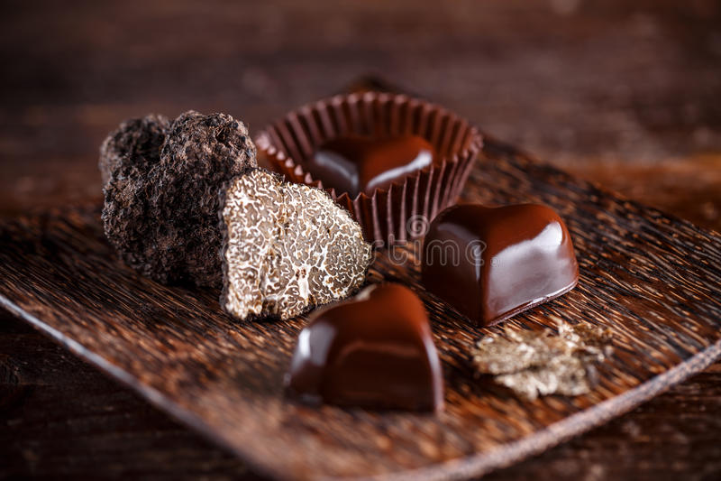 Serca kształtny czekoladowy praline obraz stock
