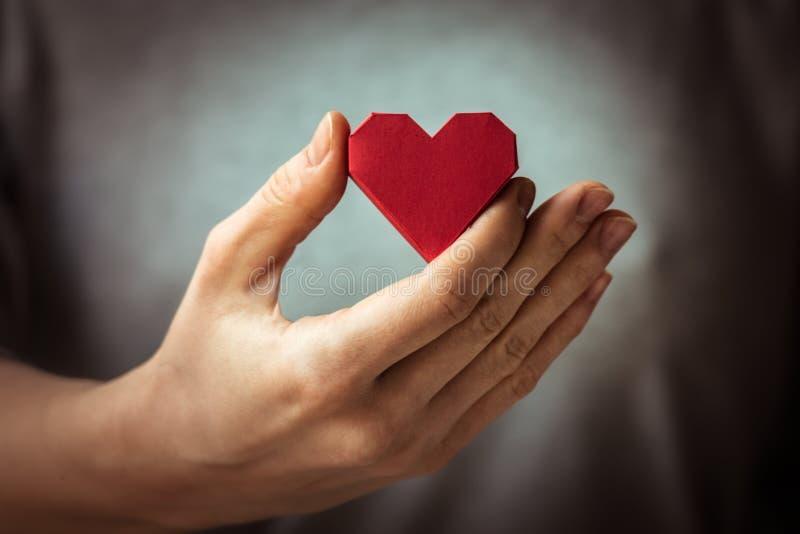 Serca w ręce zdjęcia stock