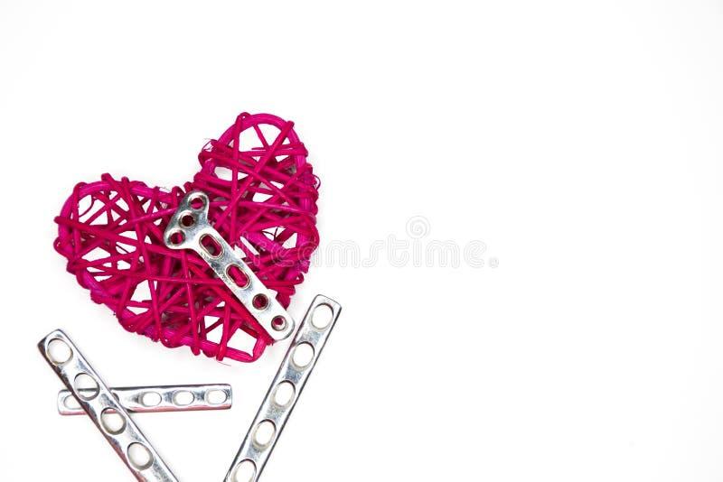 Serce i stalowy ortopedyczny talerz fotografia royalty free