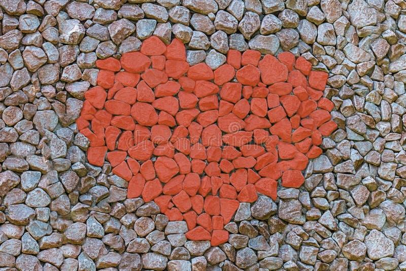 Serce kamienny czerwony kontrast na szarym t?o symbolu mi?o?? set kamienie maluj?cy dryluje ustalon? t?o baz? fotografia stock