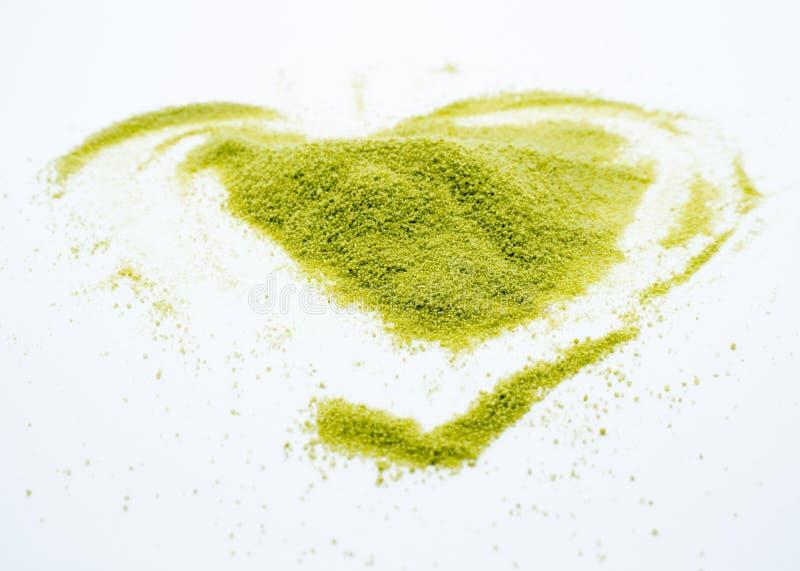 Serce kształtna zielona herbata obraz royalty free