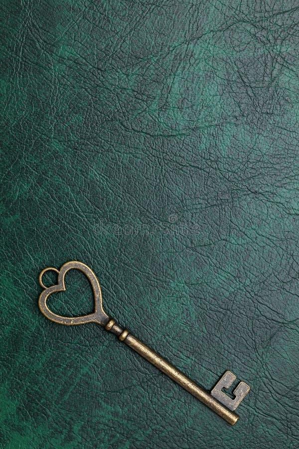 Serce kształtujący rocznika klucz zdjęcie royalty free