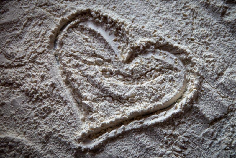 Serce mąka na białym talerzu obraz stock