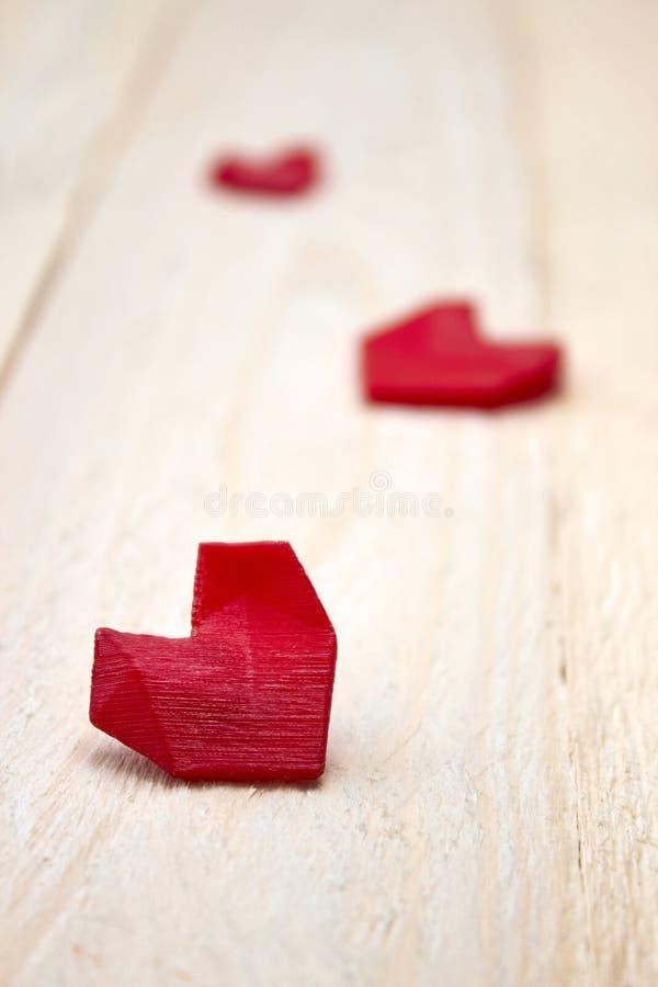 Serce na białym drewnie zdjęcie stock